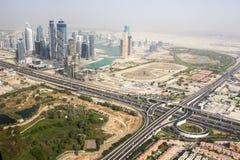 Dubai som är i stadens centrum från helikoptern Arkivfoton