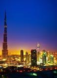 Dubai som är i stadens centrum på natten Royaltyfria Foton