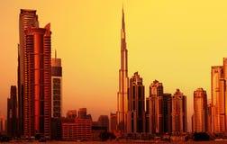 Dubai som är i stadens centrum på solnedgång Royaltyfria Foton