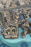 Dubai som ses från Burj Khalifa Arkivbild