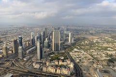 Dubai som sett från Burj Khalifa Royaltyfri Bild