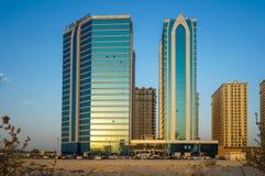 Dubai Sommar 2016 Utveckling av ökenområden, nytt hus i staden av Dubai, nära den nya hotellGhaya tusen dollar royaltyfria bilder
