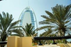 dubai Sommer 2016 Ein Symbol des Wohlstandes und Luxus, das Gebäude des Burj-Al Arabers Oase Jumeirah, auf der Küste des Arabi Stockfoto