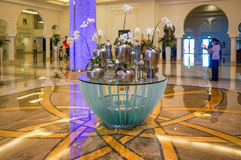 dubai Sommer 2016 Heller und moderner Innenraum das Adschman-Palast-Hotel Lizenzfreies Stockbild