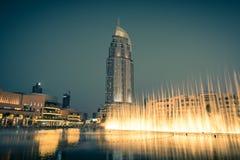 Dubai springbrunnshow på den Dubai gallerian Arkivfoto