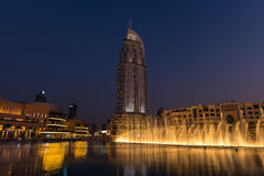 Dubai springbrunnshow på den Dubai gallerian Royaltyfri Fotografi