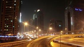 Dubai-Stadtverkehr nachts, Vereinigte Arabische Emirate stock video