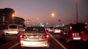 Dubai-Stadtverkehr nachts, Vereinigte Arabische Emirate stock video footage