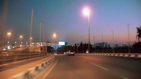 Dubai-Stadtverkehr nachts, Vereinigte Arabische Emirate stock footage
