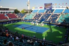 Dubai tennisstadion i mitt för flygklubbatennis Dubai UAE arkivfoton