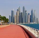 Dubai UAE - April 8 2018 Den Dubai marina är ett berömd trendig område och marina Royaltyfria Bilder