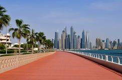 Dubai UAE - April 8 2018 Den Dubai marina är ett berömd trendig område och marina Royaltyfri Fotografi