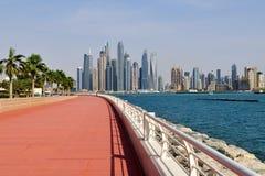 Dubai UAE - April 8 2018 Den Dubai marina är ett berömd trendig område och marina Royaltyfria Foton