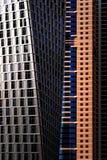 DUBAI UAE - APRIL 10, 2013: Detalj av mest högväxt bostads- byggnader för värld arabisk förenad dubai emiratesmarina Royaltyfria Foton