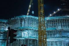 DUBAI UAE - APRIL 13: Moderna byggnader i Dubai, på Aprol 13, 2016, Dubai, UAE Dubai byggnadskonstruktion i affärszonen Arkivfoton