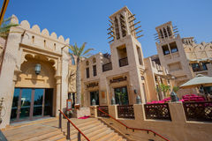 DUBAI UAE - APRIL 11: Sikt av Souken Madinat Jumeirah Madinat Royaltyfri Fotografi