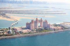 Dubai UAE. Atlantis hotell från över Arkivfoton