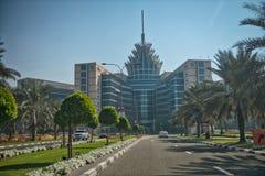 DUBAI, UAE - 6 DE DICIEMBRE DE 2016: Edificios del oasis del silicio en un sunn imagen de archivo libre de regalías