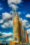 DUBAI, UAE - 9 DE DICIEMBRE DE 2016: Opinión de la calle de Dubai céntrico encendido Fotos de archivo libres de regalías
