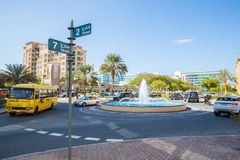 DUBAI, UAE 15 DE ENERO: Ciudad calles 15 de enero de 2014 en Dubai, U Imagenes de archivo