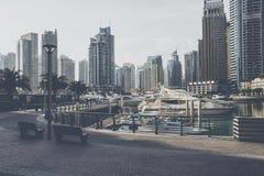 DUBAI, UAE - 18 DE ENERO DE 2017: Puerto deportivo de Dubai en la salida del sol, unida Foto de archivo libre de regalías