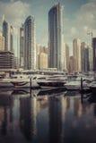 DUBAI, UAE - 18 DE ENERO DE 2017: Puerto deportivo de Dubai en la salida del sol, unida Imágenes de archivo libres de regalías