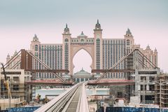 DUBAI, UAE - 2 DE ENERO DE 2017: La Atlántida, el hotel de la palma foto de archivo