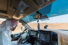 DUBAI, UAE 20 DE ENERO: Safari del jeep, 20, 2014 en Dubai, UAE jeep Foto de archivo