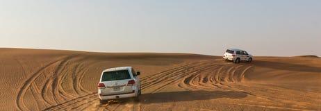 DUBAI, UAE 20 DE ENERO: Safari del jeep, 20, 2014 en Dubai, UAE jeep Imagenes de archivo