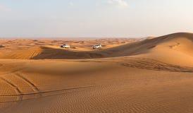 DUBAI, UAE 20 DE ENERO: Safari del jeep, 20, 2014 en Dubai, UAE jeep Fotos de archivo libres de regalías