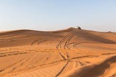 DUBAI, UAE 20 DE ENERO: Safari del jeep, 20, 2014 en Dubai, UAE jeep Imagen de archivo