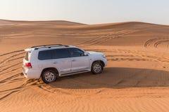 DUBAI, UAE 20 DE ENERO: Safari del jeep, 20, 2014 en Dubai, UAE jeep Fotografía de archivo