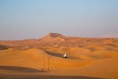 DUBAI, UAE 20 DE ENERO: Safari del jeep, 20, 2014 en Dubai, UAE jeep Foto de archivo libre de regalías
