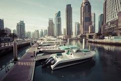 DUBAI, UAE - 18 DE JANEIRO DE 2017: Porto de Dubai no nascer do sol, unido Fotos de Stock Royalty Free