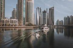 DUBAI, UAE - 18 DE JANEIRO DE 2017: Porto de Dubai no nascer do sol, unido Foto de Stock