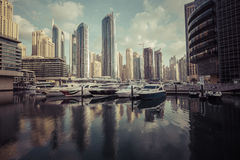 DUBAI, UAE - 18 DE JANEIRO DE 2017: Porto de Dubai no nascer do sol, unido Foto de Stock Royalty Free