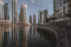 DUBAI, UAE - 18 DE JANEIRO DE 2017: Porto de Dubai no nascer do sol, unido Imagens de Stock Royalty Free