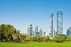 DUBAI, UAE - 4 DE JUNHO: Vista dos arranha-céus Imagem de Stock Royalty Free