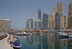 DUBAI, UAE - 12 DE MAIO DE 2016: yacht club no porto de Dubai Fotos de Stock Royalty Free