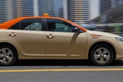 DUBAI, UAE - 12 DE MAYO DE 2016: ciérrese para arriba del taxi Imagen de archivo