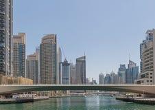 DUBAI, UAE - 15 DE MAYO DE 2016: puentes del puerto deportivo de Dubai Fotografía de archivo libre de regalías