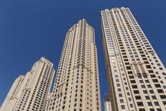 DUBAI, UAE - 15 DE MAYO DE 2016: torres en el puerto deportivo de Dubai Foto de archivo libre de regalías