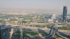 Dubai, UAE - 15 de mayo de 2018: Panorama del área con los rascacielos en Dubai almacen de video