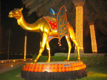 Estátua do camelo na frente do hotel árabe do Al de Burj em Dubai Fotografia de Stock