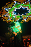 Dubai UAE, December 10, 2013, en man med en kjol dansar nationa Arkivfoto