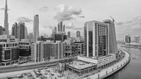 DUBAI UAE - DECEMBER 11, 2016: Flyg- horisont för stad på solnedgången D Royaltyfri Bild