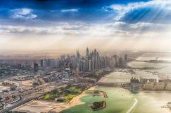 DUBAI UAE - DECEMBER 10, 2016: Flyg- sikt av Burj Al Arab och Royaltyfria Foton