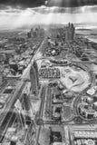 DUBAI UAE - DECEMBER 10, 2016: Flyg- sikt av stadshorisont dubba Arkivfoto