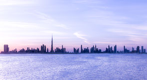 Dubai, UAE - 17. Dezember 2016: Dubai-Skyline nach Sonnenuntergang Stockfotografie
