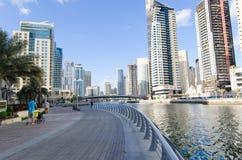 Dubai, UAE, Dubai Marina Promenade, em novembro de 2015 Fotografia de Stock Royalty Free